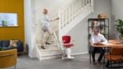 Grazie al binario da 60 mm, Otolift Modul-Air può essere facilmente installato sulla curva interna delle scale.