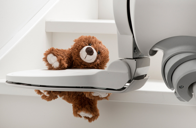 Un orsetto KiKa ha causato il malfunzionamento di un montascale; è un problema facile da risolvere.